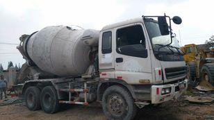 ISUZU CXZ81K camión hormigonera